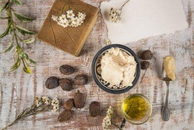 Плакат Масло ши с продуктом и орехами карите