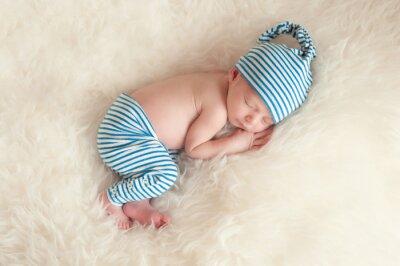 Плакат Спальной новорожденного в пижаме и спальный Cap