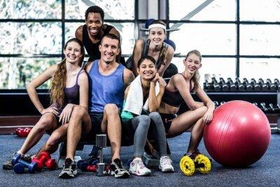 Плакат Улыбаясь фитнес-класс создает вместе