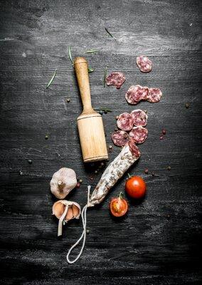 Плакат Пикантная салями с помидорами и чесноком.