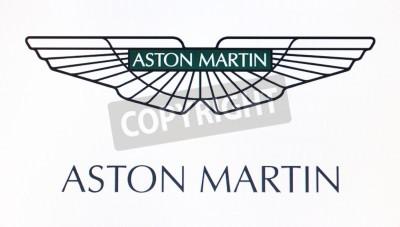 Плакат Санкт-Петербург, Россия-10 февраля 2015: Aston Martin логотип на экране. Это всемирно известный бренд.