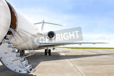 Плакат Лестницы с реактивным двигателем на современном частный реактивный самолет