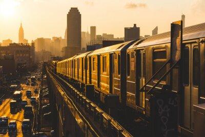Плакат Метро поезда в Нью-Йорке на закате