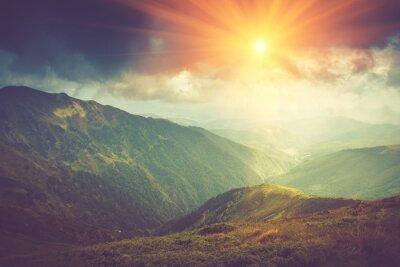 Плакат Летний горный пейзаж на солнце. Тропа в горах.