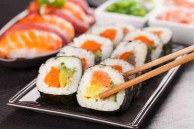 Плакат суши с палочками для еды кусочки