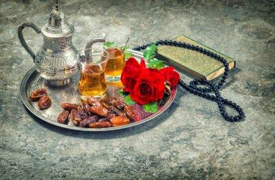 Плакат Чай и красная роза цветок, священная книга Коран и четки. Рамадан кар