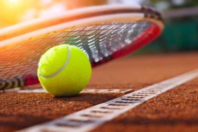 Плакат .tennis мяч на теннисном корте