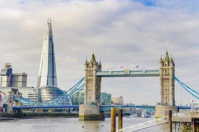 Плакат Осколок и Тауэрский мост на реке Темзе в Лондоне, Великобритания