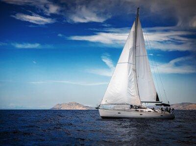 Плакат Белые паруса яхт на фоне моря