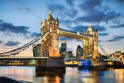 Плакат Тауэрский мост в Лондоне, Великобритания ночью
