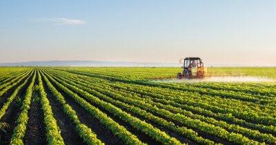 Плакат Трактор распыления поле сои