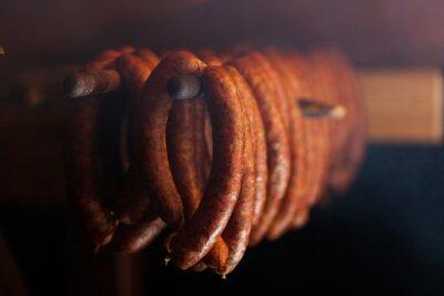 Плакат Традиционная пища. Копченый sausuages в коптильню.