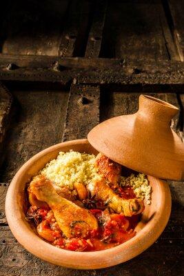Плакат Традиционные Tajine Блюдо с курицей и кускуса