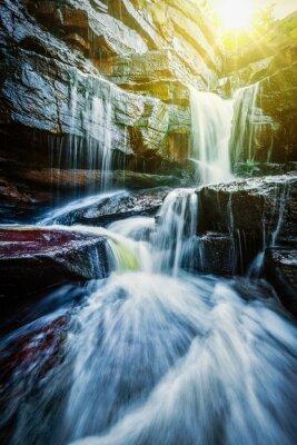 Плакат Тропический водопад с солнечных лучей