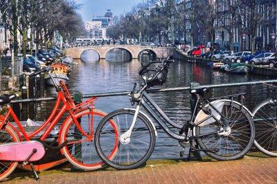 Плакат Типичные велосипеды в Амстердаме города на мосту