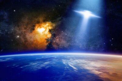 Плакат НЛО приближается планета Земля