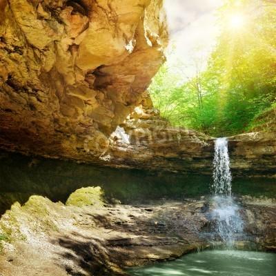 Плакат водопад в горах