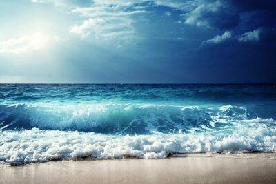 Плакат волны на пляже Сейшельские острова