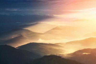 Плакат Когда ночь становится в день. Красивые холмы ярко освещенные во время восхода солнца.