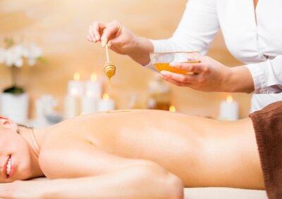 Плакат Женщина, наслаждаясь санаторно-курортное лечение с медом