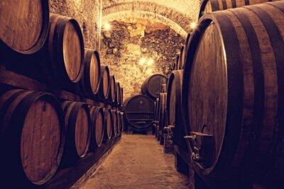 Плакат Деревянные бочки с вином в винном хранилище, Италии