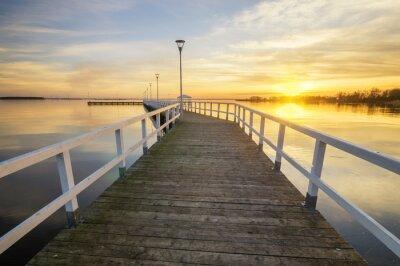 Плакат деревянный, белый пирс на берегу залива на закате