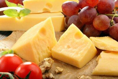 Плакат Состав Желтый сыр на доске сыра