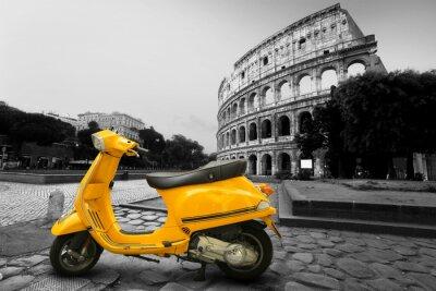 Плакат Желтый старинные скутер на фоне Колизея