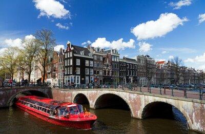 Наклейка Канал пересечения Амстердам с красным теплоход летом с голубым небом