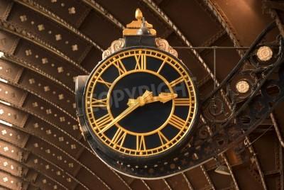 Наклейка Античный Черный и железнодорожный вокзал золотые часы