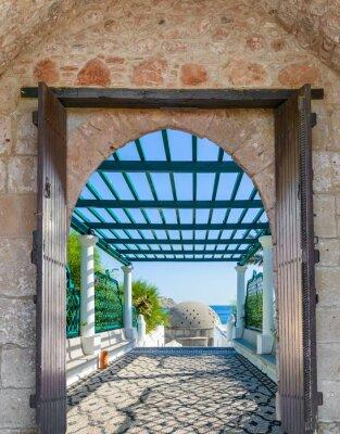Наклейка арка в крепости