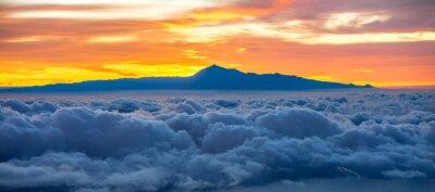Наклейка Красивые облака с острова Тенерифе на фоне на восход солнца в Испании