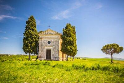 Наклейка Красивый пейзаж с часовней в Тоскане, Италия