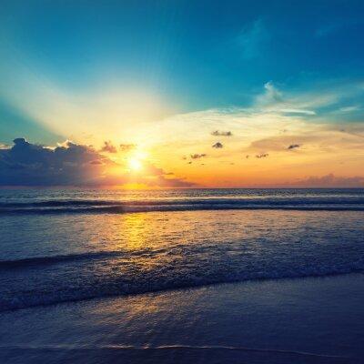 Наклейка Красивый оранжевый восход солнца
