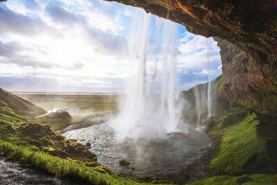 Наклейка красивый водопад на закате