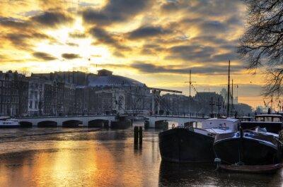 Наклейка Красивый зимний панорама реки Амстел и тощий моста в Амстердаме, Нидерланды. HDR