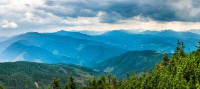 Наклейка Синие горы, покрытые зеленым лесом. Панорамный вид из пиков хребта