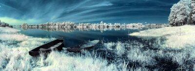 Наклейка лодки на реке