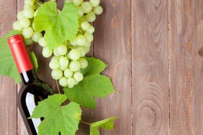 Наклейка Гроздь винограда и бутылка красного вина