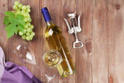 Наклейка Гроздь винограда, белого вина и штопор