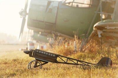 Наклейка Ребенок модель самолета на стоянке с ретро-самолетов