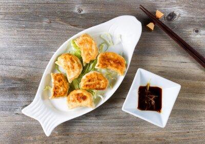Наклейка Китайский жареные пельмени блюдо с соусом погружения готовые к употреблению