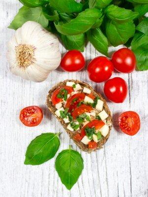 Наклейка Ciabatta хлеб с помидорами, моцареллой и базиликом.