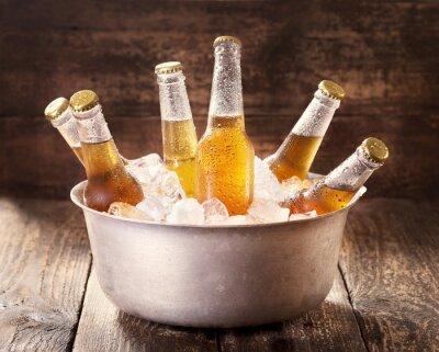 Наклейка холодные бутылки пива в ведро со льдом