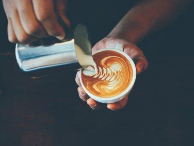 Наклейка чашка кофе латте искусства в кафе