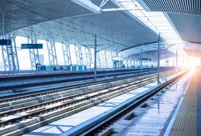 Наклейка пустой железнодорожной платформе фон