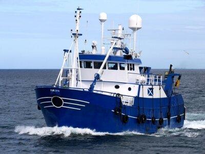 Наклейка Промысловое судно 15b, Промысловое судно идет в порт на землю рыбу.
