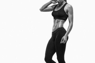 Наклейка Фитнес спортивный женщина, показывая ее хорошо тренированное тело