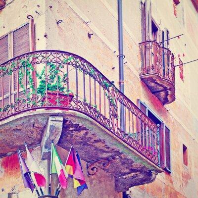 Наклейка Флаги Под балконом