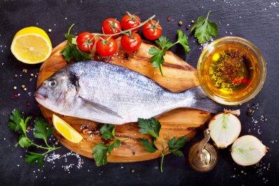 Наклейка свежая рыба дорадо с овощами